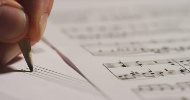 lassú mozgás video, zár megjelöl szemcsésedik-ból személy írásban dallam jegyzetek a dalt a papírlap