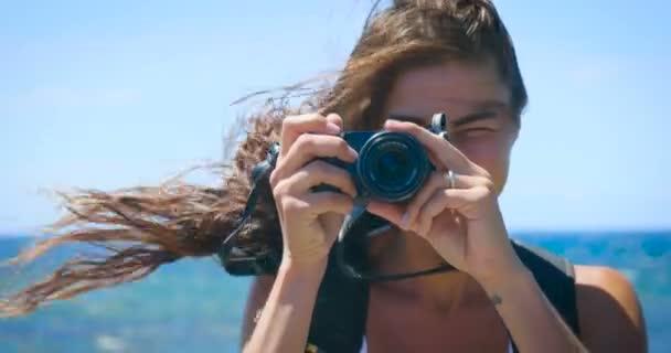 lassú mozgás video-ból fénykép fényképezőgép képek utazó nő