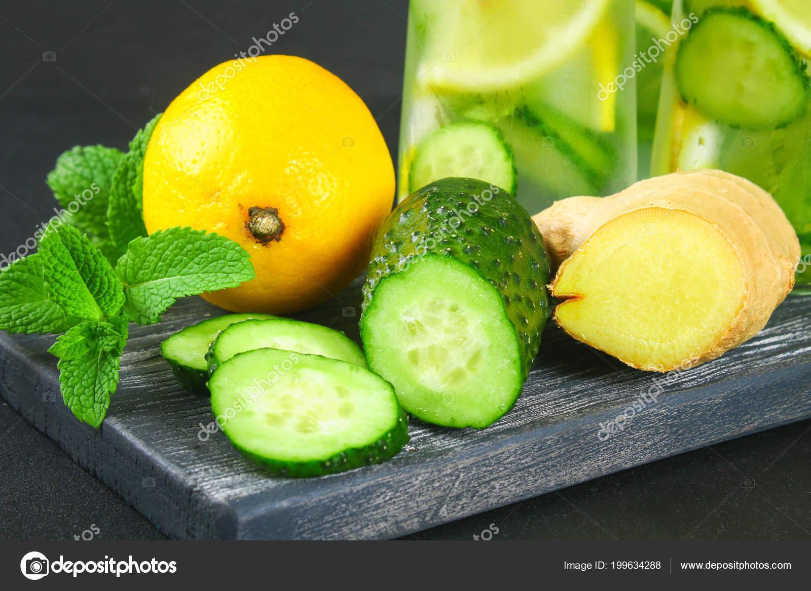 Agua fria con jengibre y limon