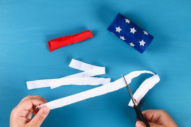 Diy windsocks 4th of July toilet sleeve and crepe paper colors American flag, red, blue and white