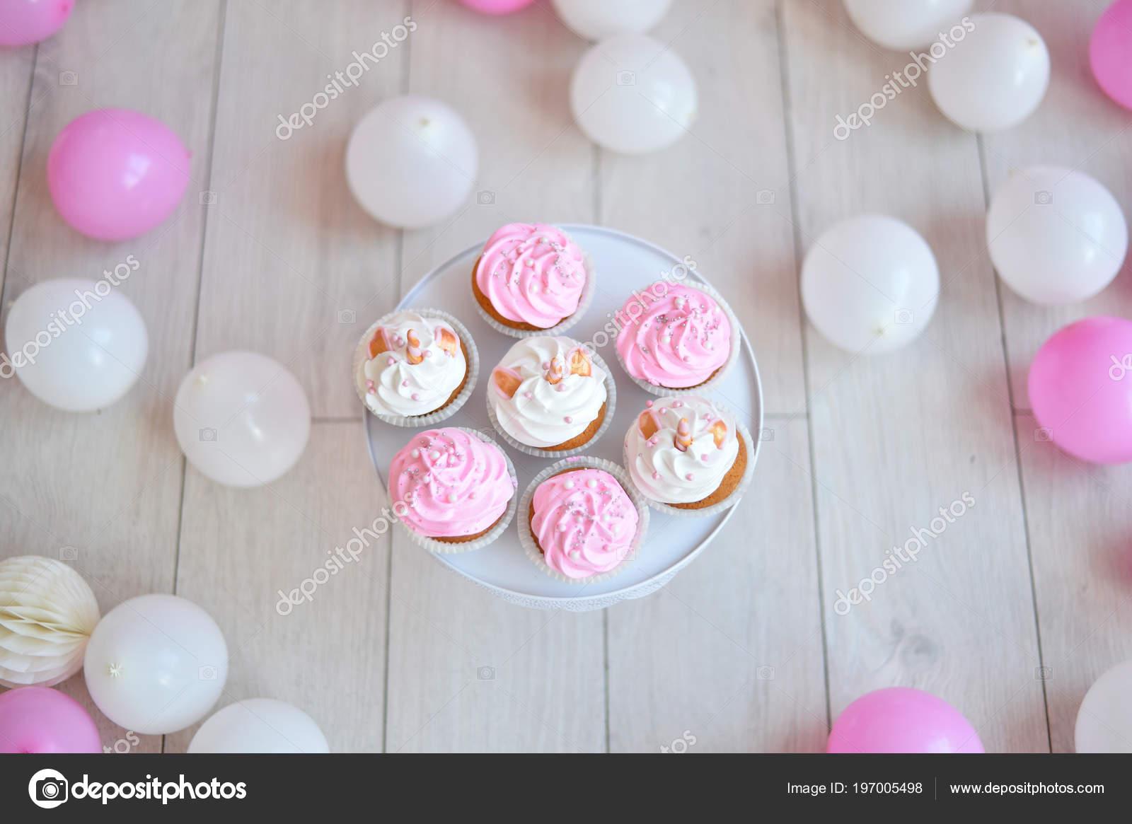 Dekoracje Przyjęcie Urodzinowe Dużo Ciasta Mnóstwo Balonów Kolory