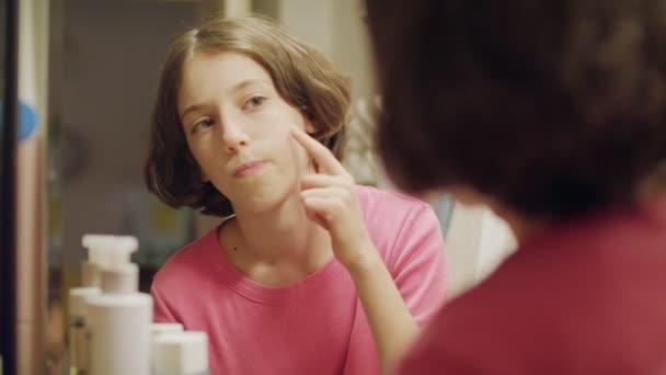 Teen girl bathroom mirror