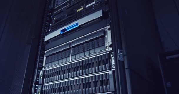 Einen großen Server-Raum in einer Cloud computing-Rechenzentrum