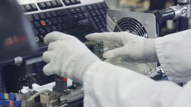 kvalitní elektronická zařízení, testování v továrně