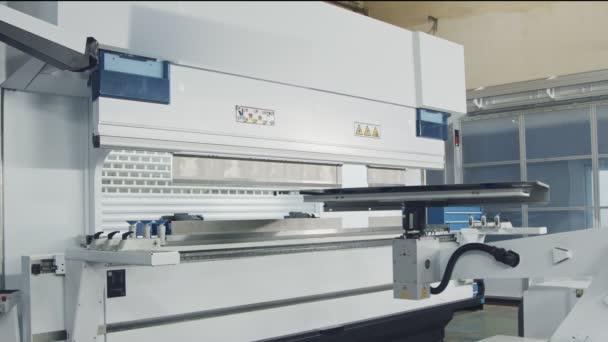 Kovů, ohýbání robota v zařízení, kovovýroba