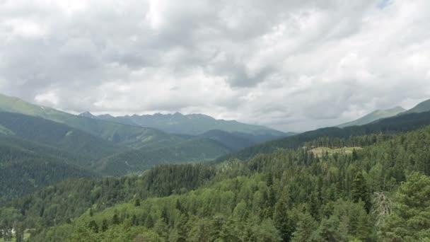 létání nad horami a lesy