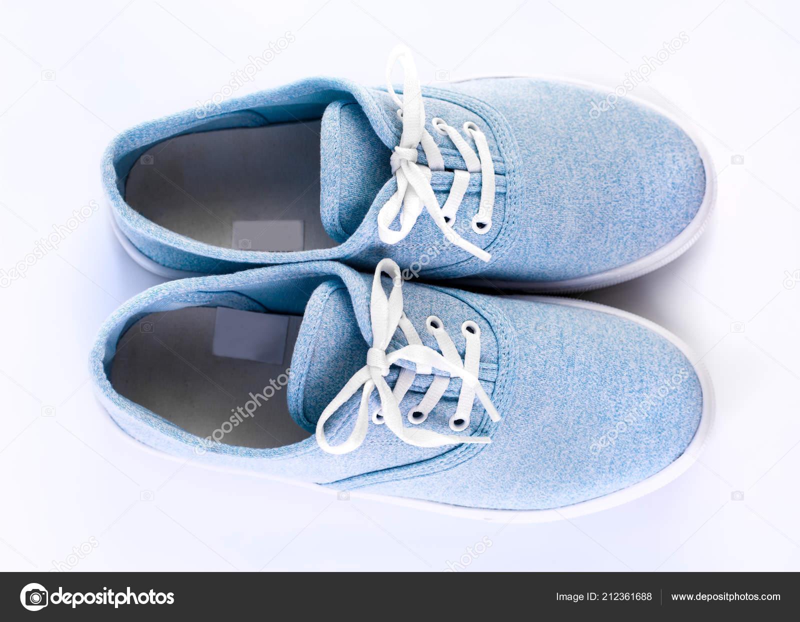 9e2f4f4c471 Μπλε Ύπουλος Λευκό Φόντο Κυανού Κλασικά Αθλητικά Παπούτσια Λευκά Κορδόνια —  Φωτογραφία Αρχείου