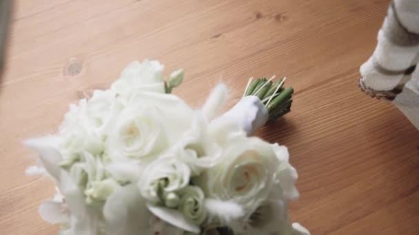 krásné svatební kytice s zlaté prsteny, svatební doplňky, pomalý pohyb