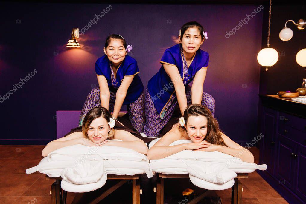 Черный массажист и азиатка — photo 10