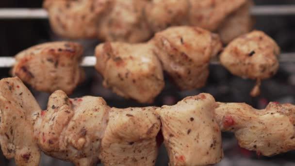 Kuřecí kebab, příprava na grilu