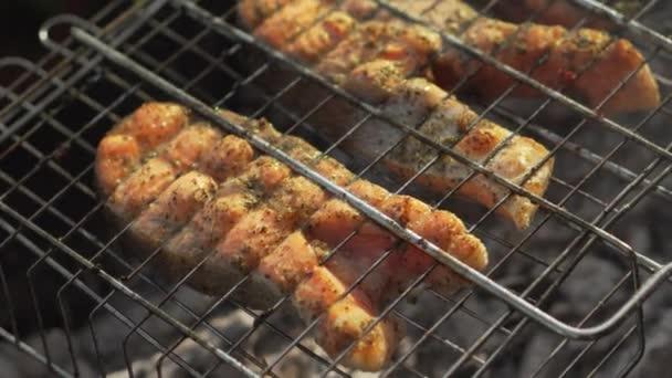 Šťavnaté steaky z červený ryby