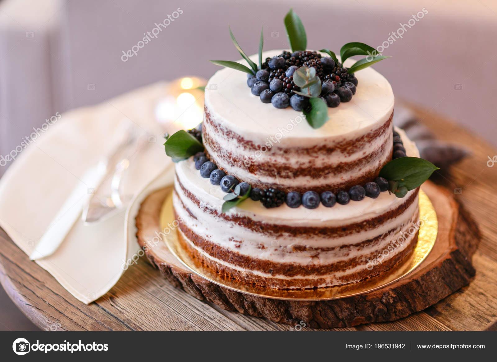 Gâteau De Mariage Ou Danniversaire Avec Des Baies Tarte Sucrée Sur