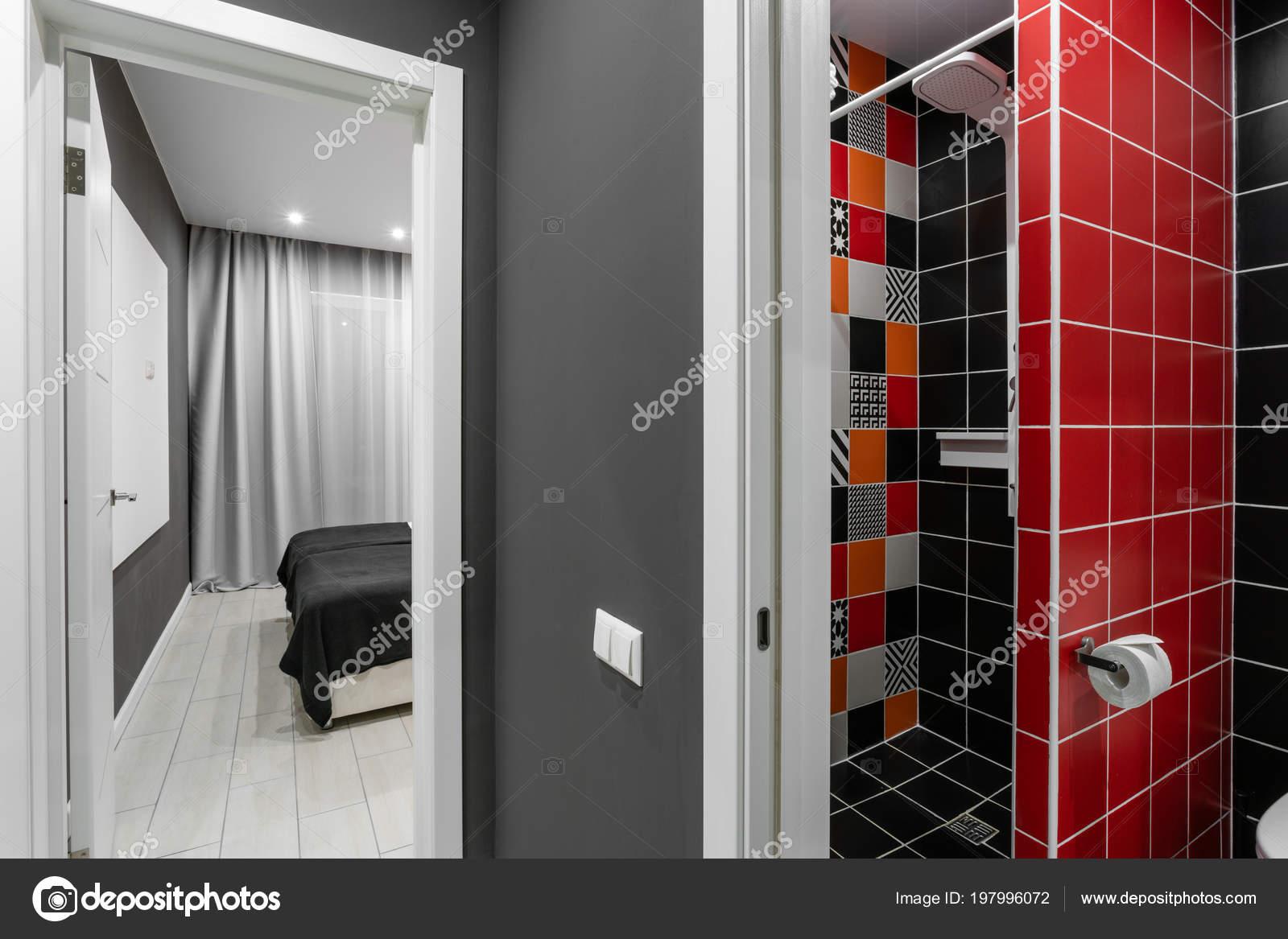 Bagno con doccia wc e lavandino hotel standart camera da letto