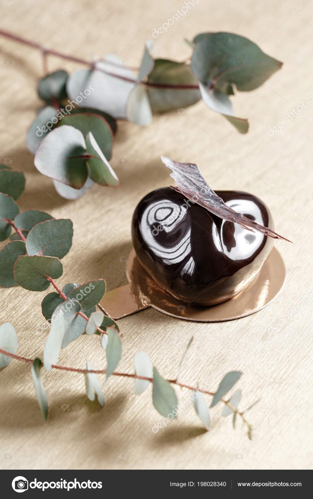 Petits Gateaux Delicieux Chocolats Vernis Brillant Et Decor