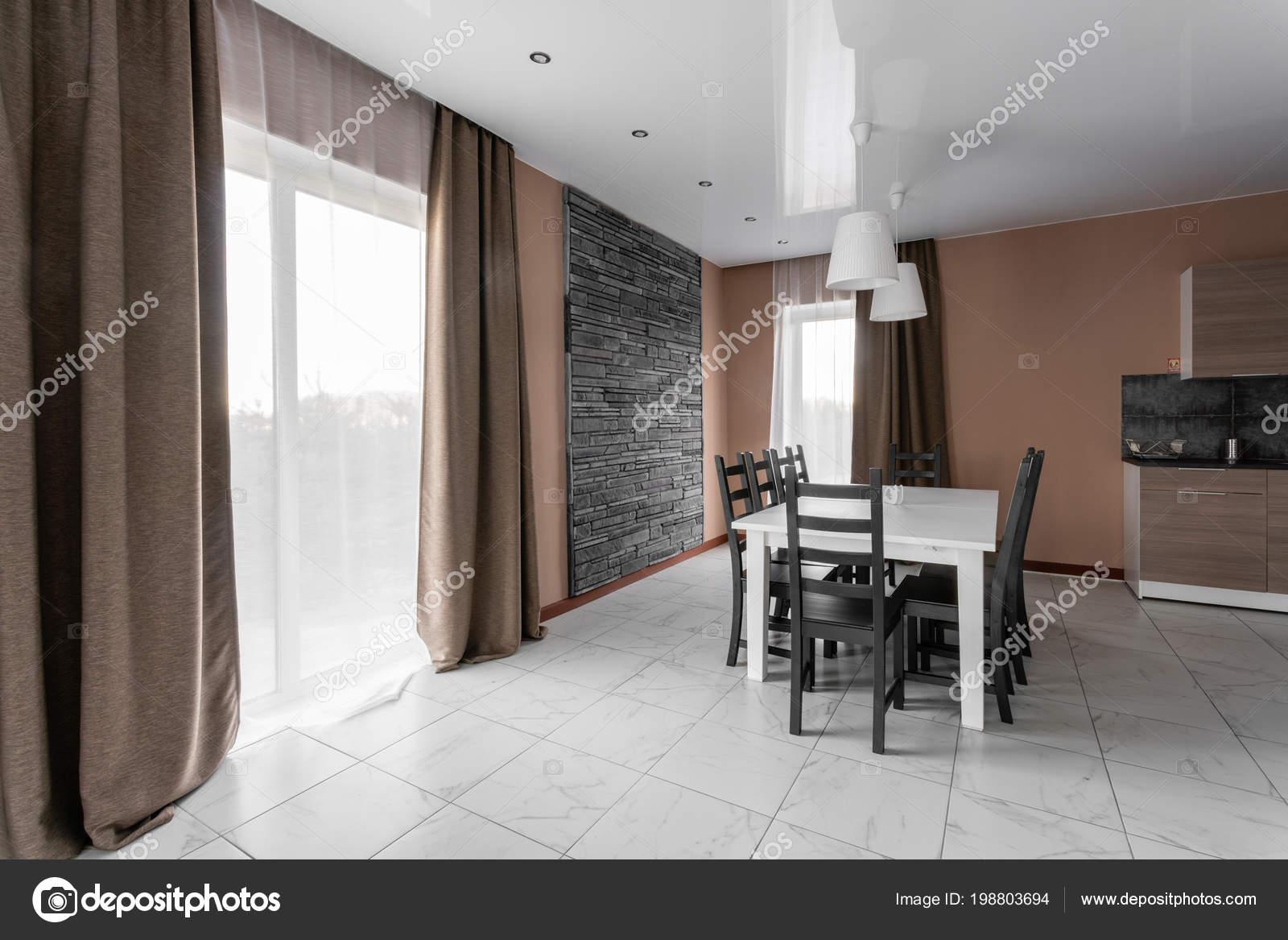 Eettafel voor tien mensen salon interieur van de stijl van de