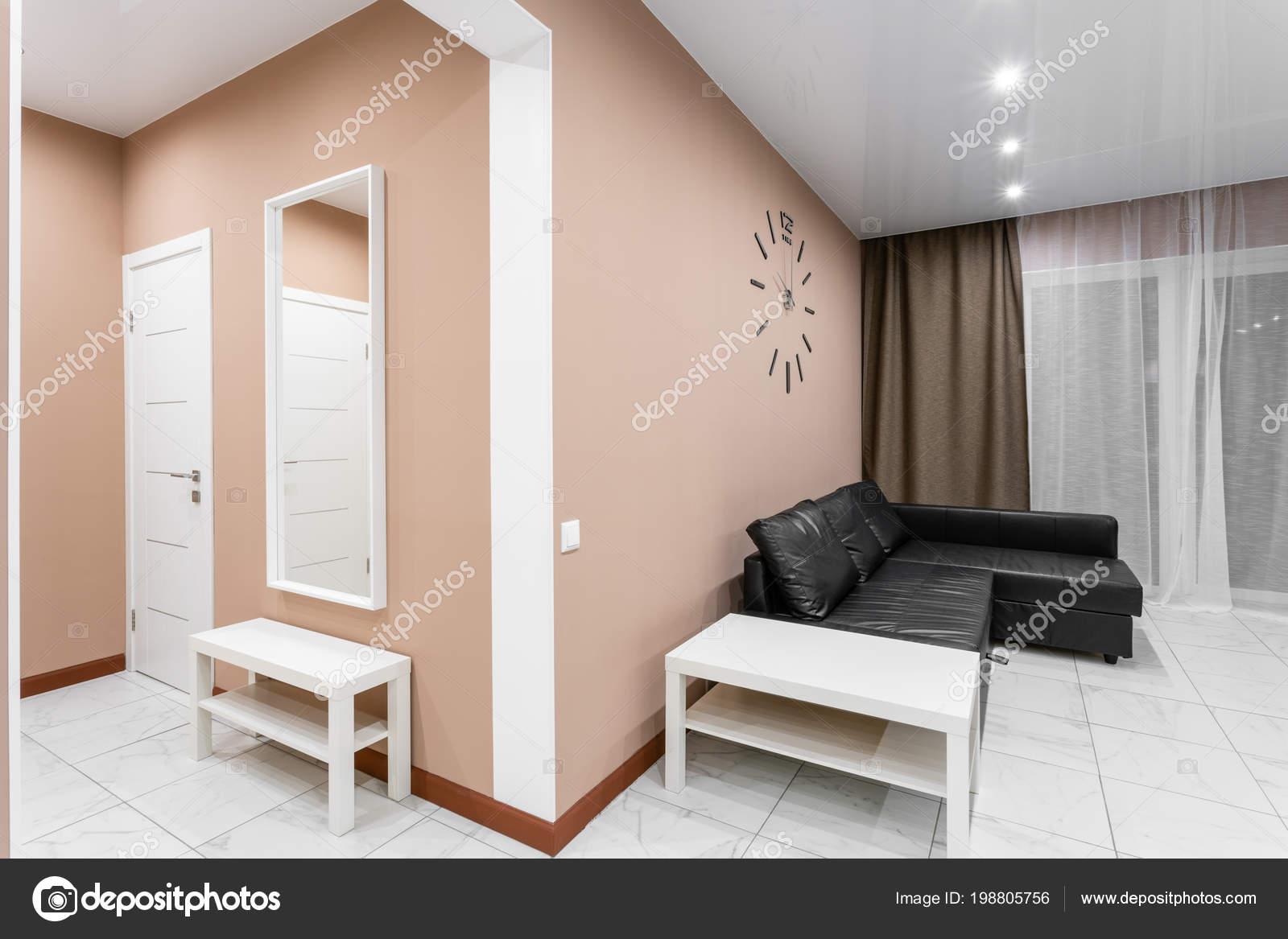 salon interieur van de stijl van de moderne minimalisme eenvoudige en goedkope woonkamer met keuken