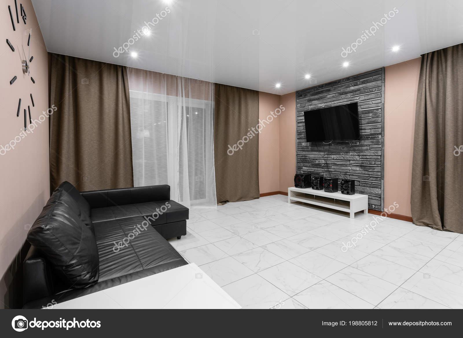 Interior de salón de estilo moderno minimalismo. Simple y barato ...