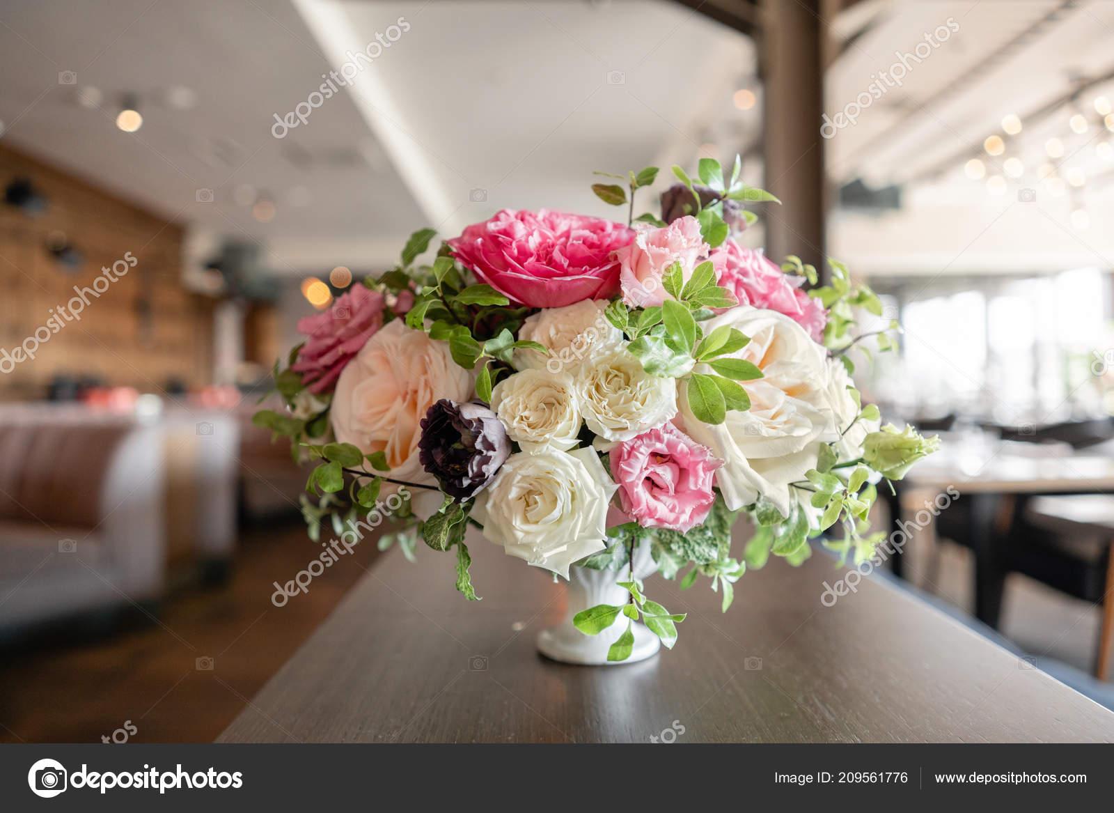 Anordnung Der Frischen Blumen In Pastellfarben Hochzeit Hintergrund