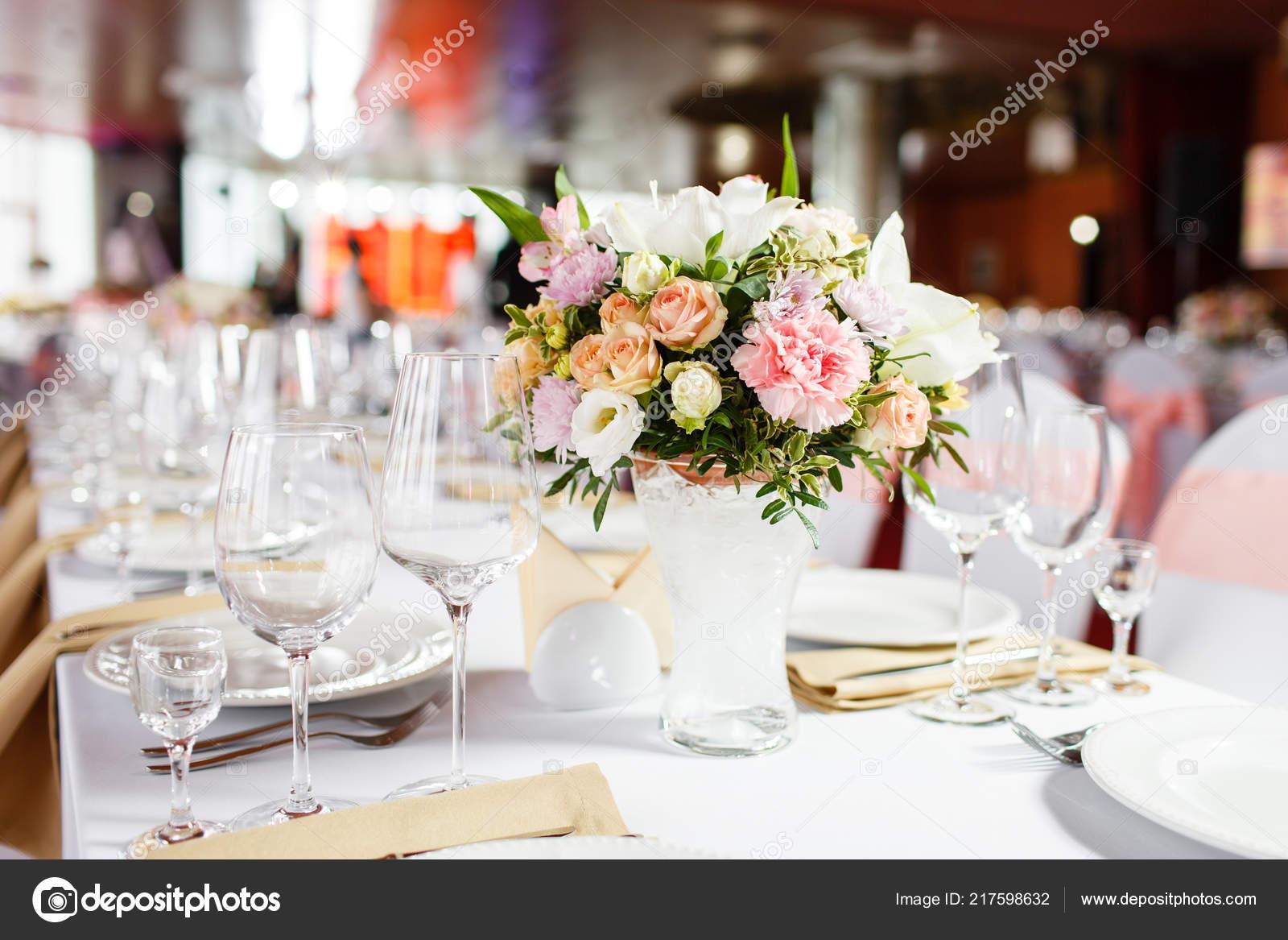 Tabelle Auf Einer Luxus Hochzeit Wunderschone Blumen Auf Dem Tisch