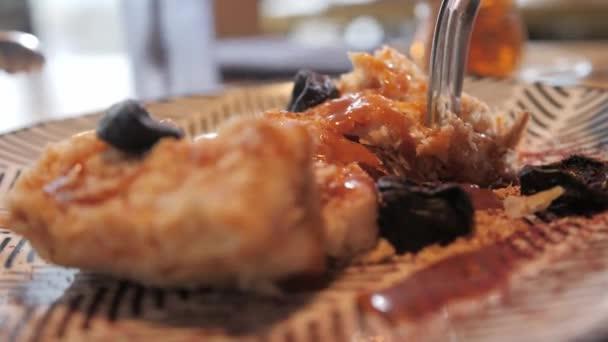 Napóleon desszert sózott karamell és aszalt szilva, a eredeti adag. Reggeli, kellemes reggeli a munkanap kezdetén