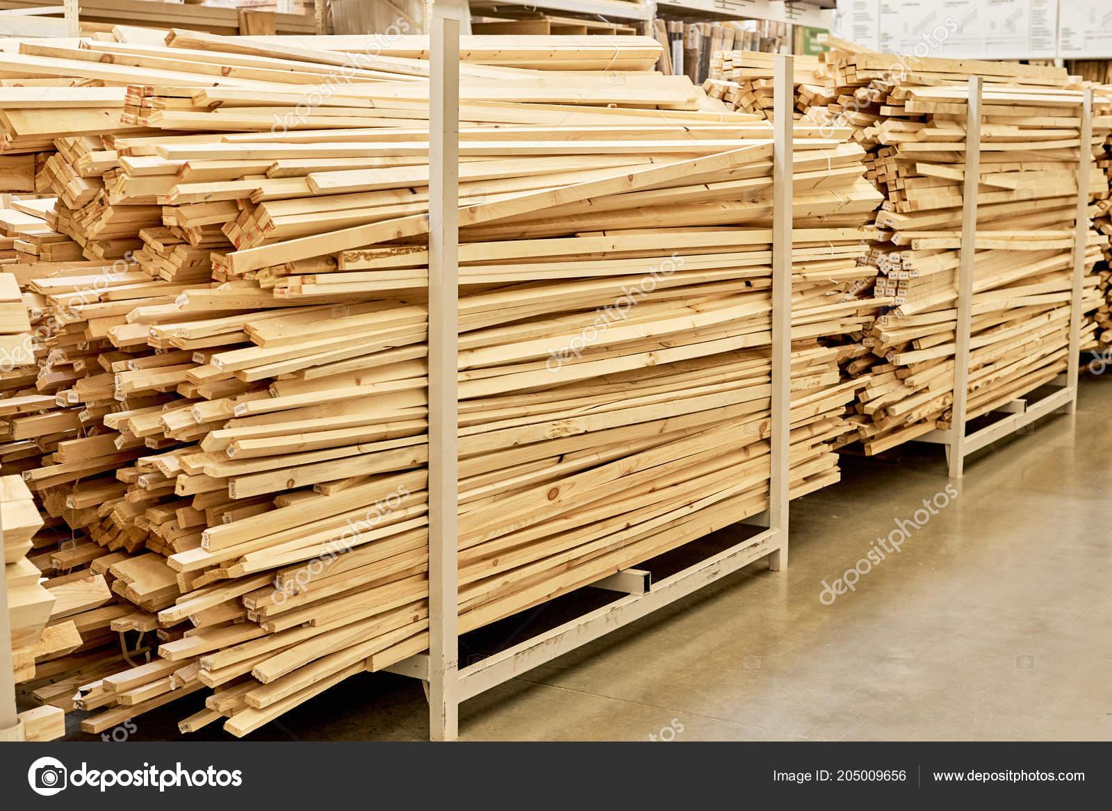 Holzpaletten Vom Boden Bis Zur Decke Sägewerk Baumarkt Stehen Sie