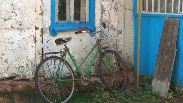 Staré kolo u domu