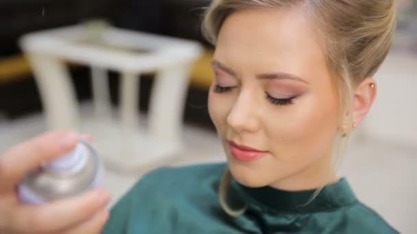 Hair master sprays varnish, makes curls, blonde, beauty salon