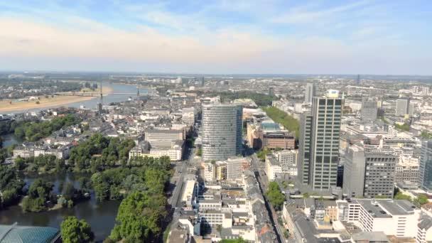 Luftbild Düsseldorf Deutschland. Flug über die Stadt