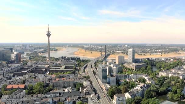 Luftbild Düsseldorf Deutschland. Flug über die Stadt.