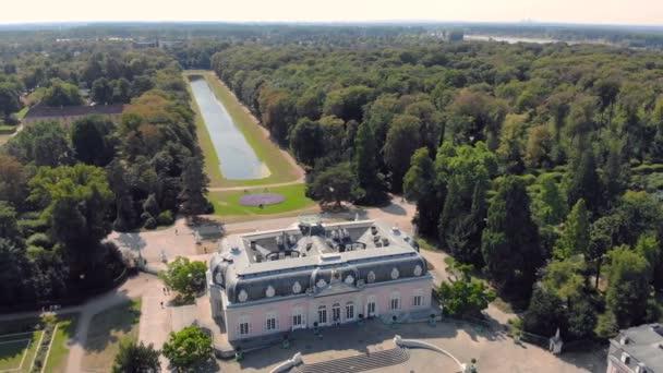 Antenne Düsseldorf Deutschland unter Schloss und Park