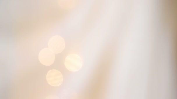 Homályos sárga jelzőfény. Meleg krém háttér