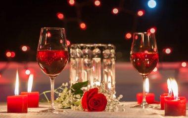 Romantic dinner in the restaurant.