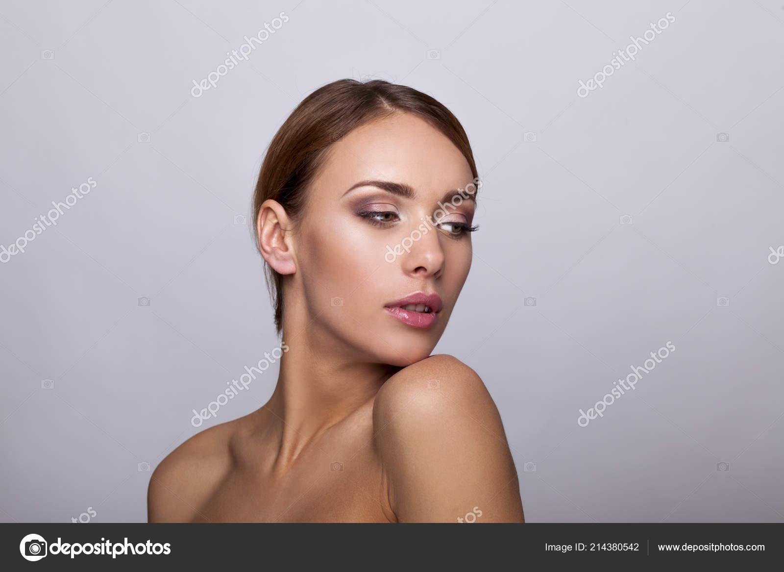 Retrato Chica Hermosa Desnuda Con Piel Perfecta Natural Maquillaje