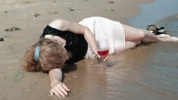 Видео пьяных женщин, фото девушек в нижнем белье с большими формами