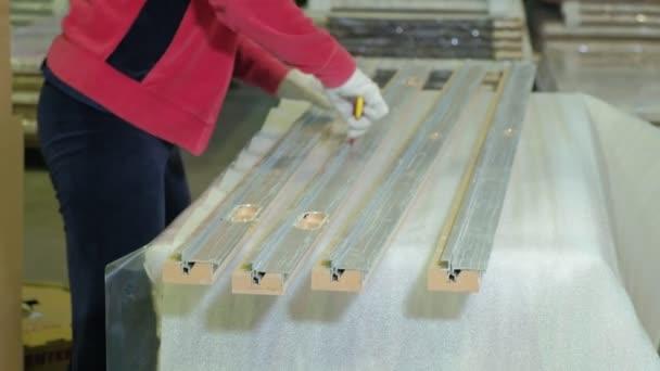 Porta in legno per transportationwooden porta process.production produzione  di porte interne di legno di imballaggio