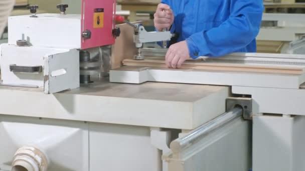 proces ostrých dřevěných polotovarů, výroba stylové interiérové dveře