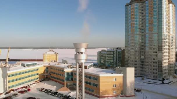 Edelstahlrohr für Rauchgase aus den Heizraum, Luftaufnahmen Filmen