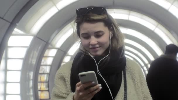 woman uses smartphone, web surfing