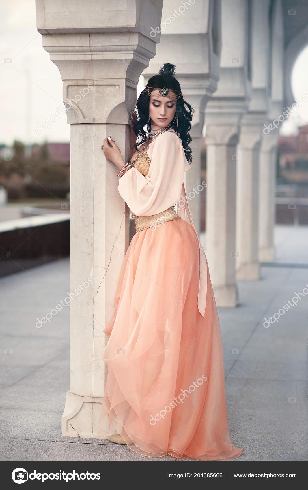 Femme au style oriental\u2013 images de stock libres de droits
