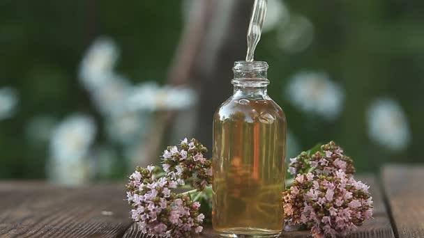 Asztalra szép pohár üveg levendula virág Essence