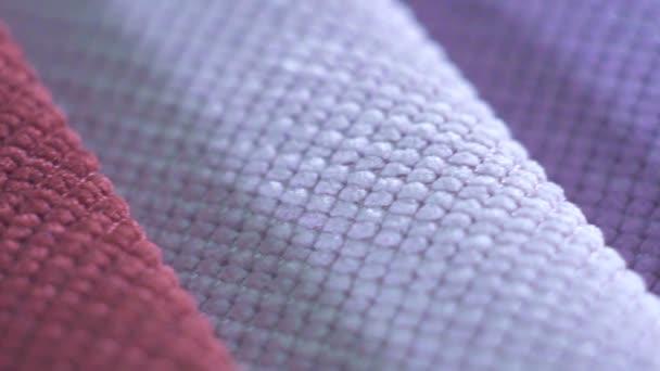 hochwertige Stoffe, verschiedene Farben von Makrotextilien, Slow-mo-Makro