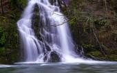 Wasserfall auf dem Urumea Fluss, in der Nähe von Goizueta, Navarra
