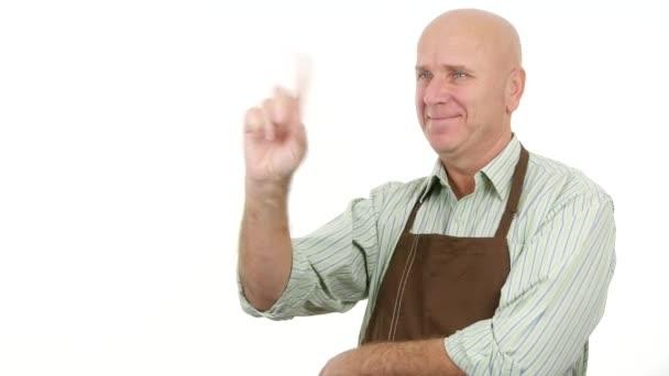 glückliche Person mit Schürze macht keine Fingerzeig-Warnung und ablehnende Gesten
