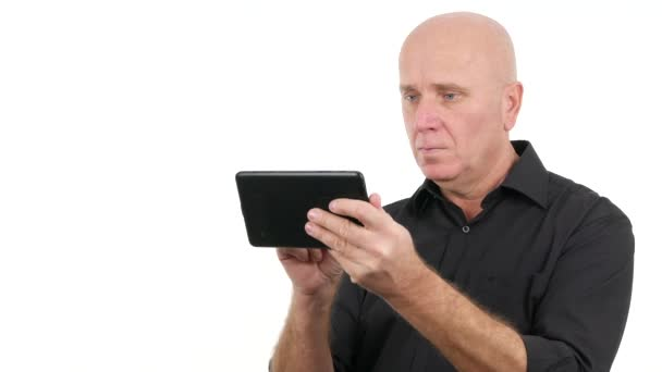 Disappointed Businessperson Using Tablet Touch Screen Read Bad Financial News (Ultra High Definition, UltraHD, Ultra HD, UHD, 4K, 3840x2160)