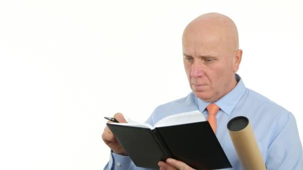 Businessman Write in Agenda Using a Pen (Ultra High Definition, UltraHD, Ultra HD, UHD, 4K, 3840x2160)