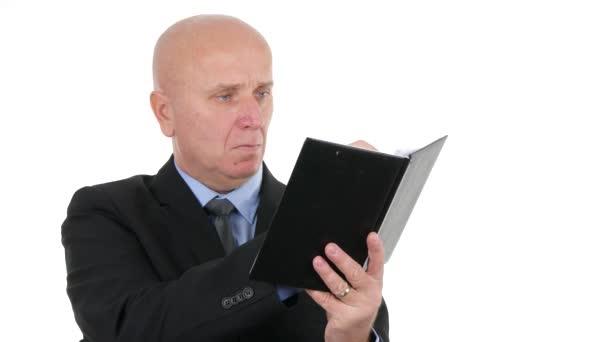 Segítségével személyes menetrend üzletember jegyzetel fehér háttér lövés