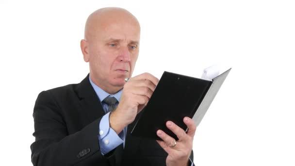Üzletember munkát írni a napirendet toll fehér háttér kép használata