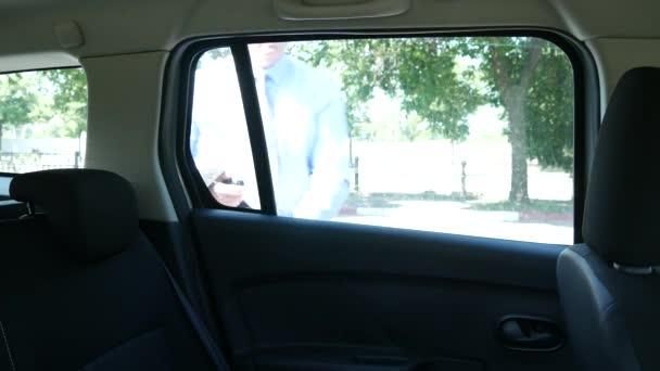 Podnikatel se do firmy auto úsměv rád říct řidič cílové cesty