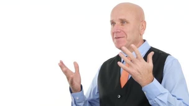 S úsměvem manažer mít šťastný rozhovoru vysvětluje problémy v televizním rozhovoru
