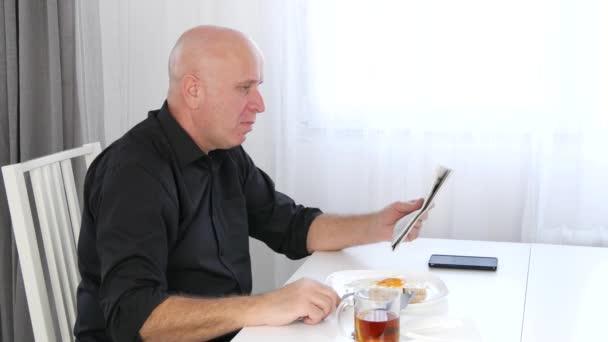 Příležitostné podnikatel donést číst finanční dobrou zprávou ve věstníku